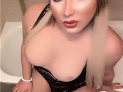 Escorte Oradea: Transexuala siliconata reala blondina Regina sexului ****